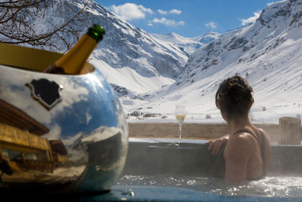 Hot Tubs by Arctic Spas | Winter Hot Tubbing - Hot Tub in Snow, Ice ...