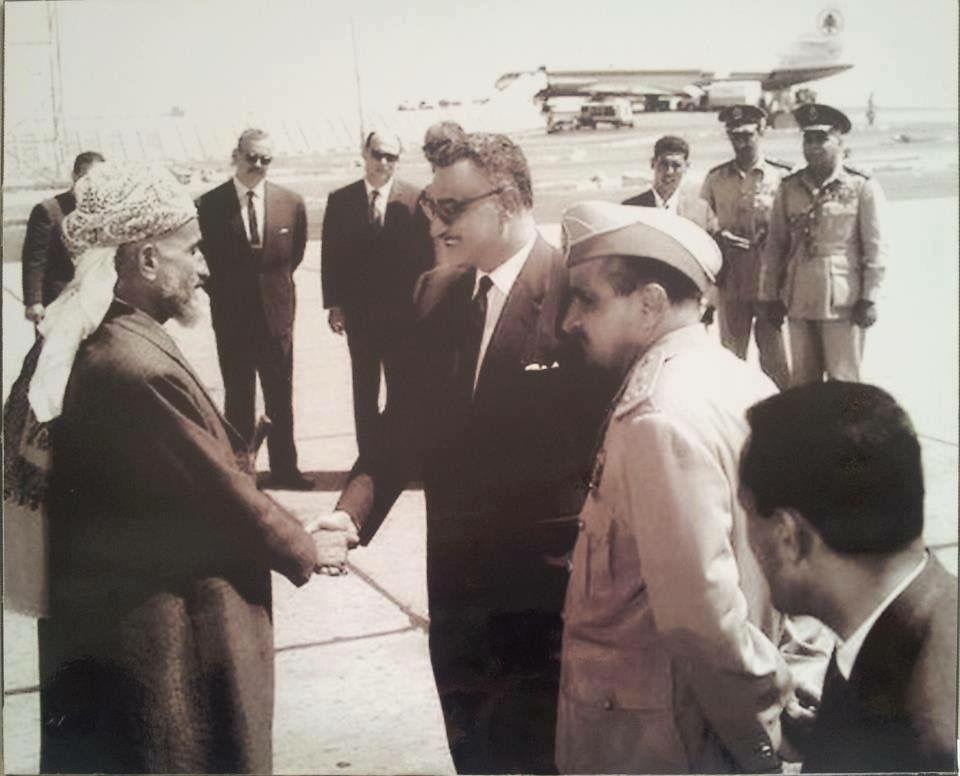 الزعيم جمال عبد الناصر في اليمن و بجواره الرئيس عبد الله السلال Photo Historical Figures Couple Photos