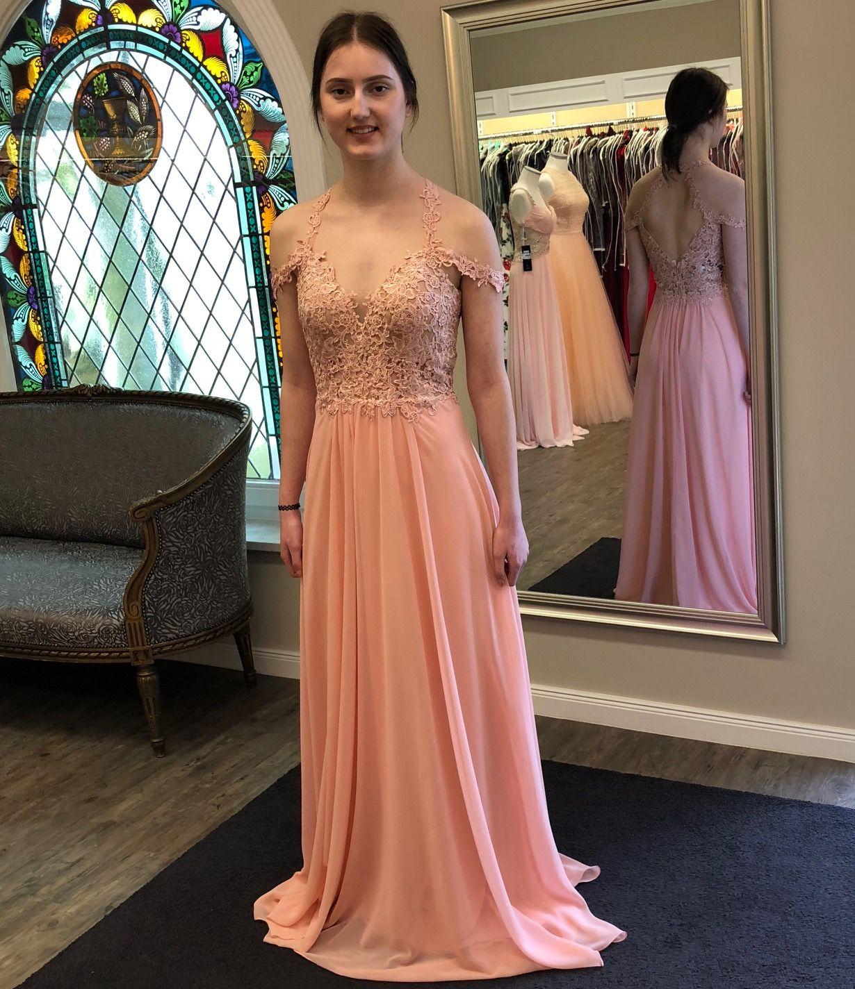 Zartes, luftiges Abendkleid in Apricot! #apricot #eveningdresses