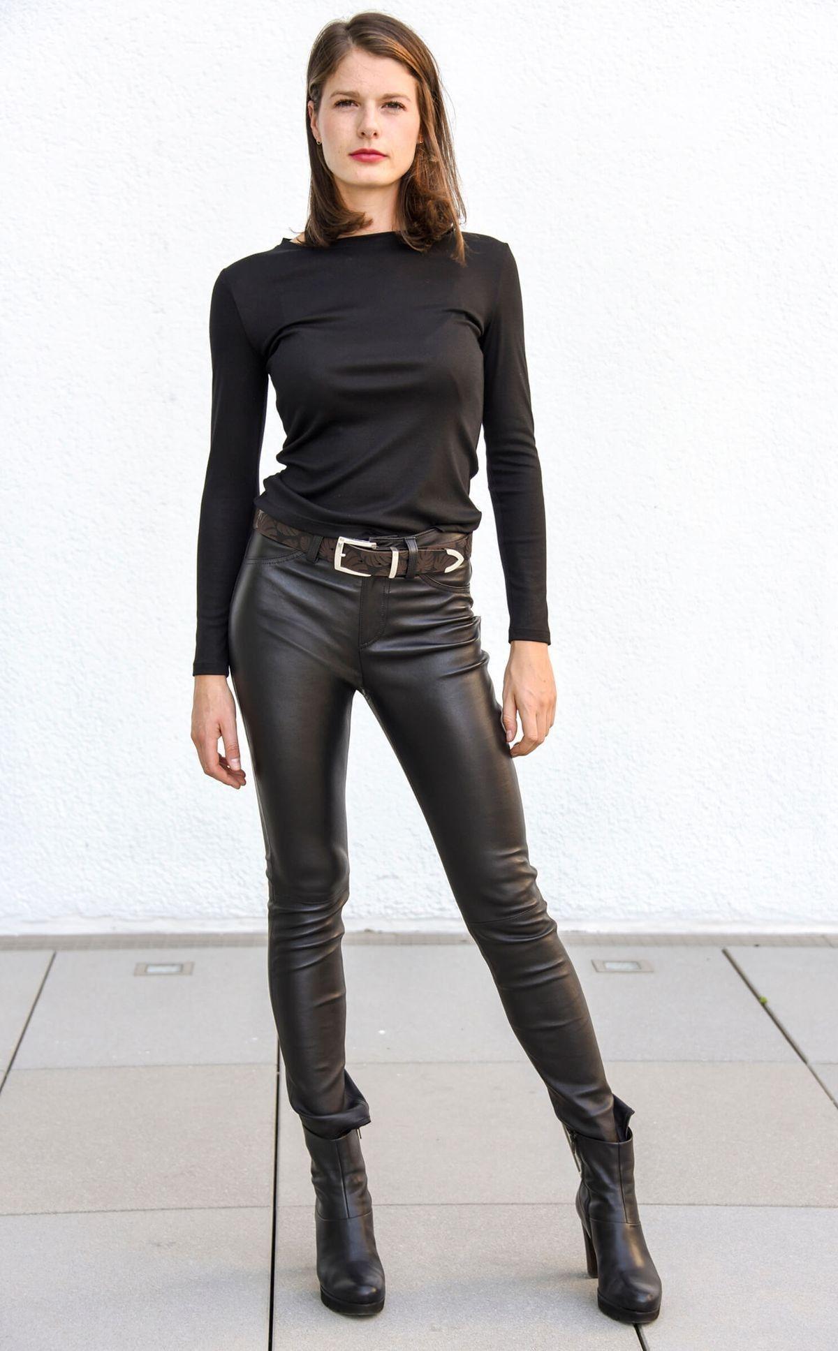Lederlady ️ | Lederhose damen schwarz, Lederhose damen