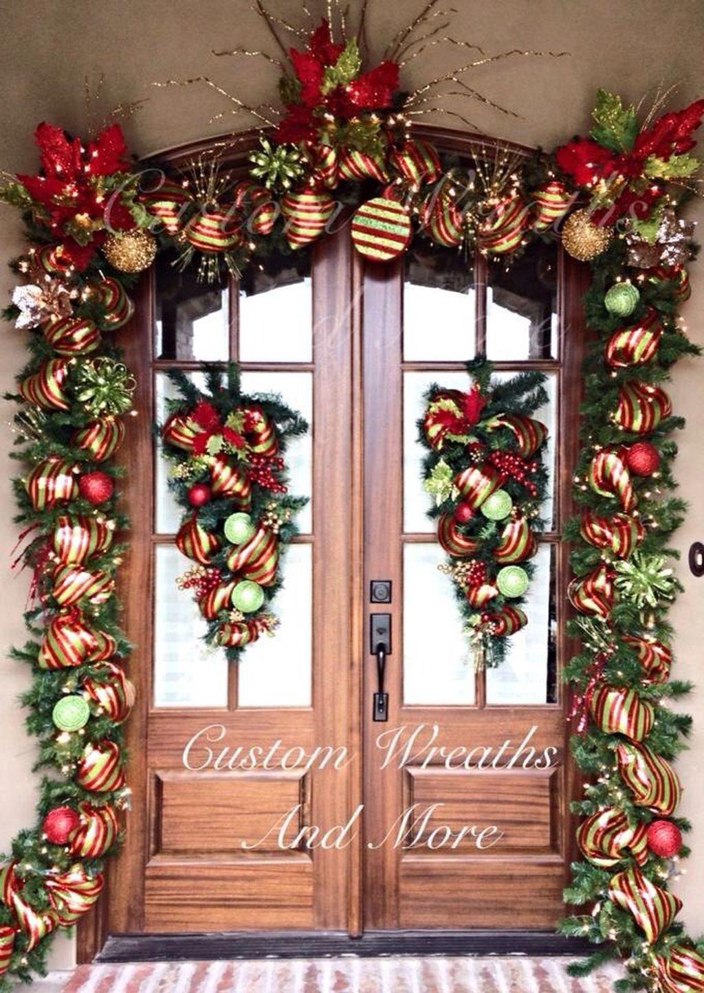 Simple But Beautiful Front Door Christmas Decoration Ideas 10 Front Door Christmas Decorations Christmas Decorations Garland Christmas Door Decorations