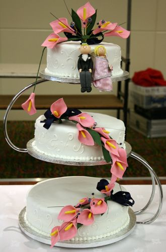 3 tier wedding cake on S stand Things that arejust lovely