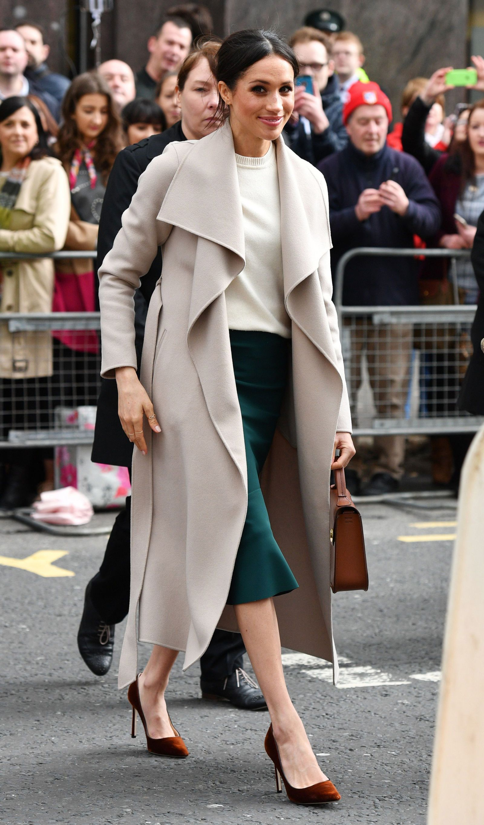 Watch Why Meghan Markle Always Wears Shoes That Are Too Big for Her video