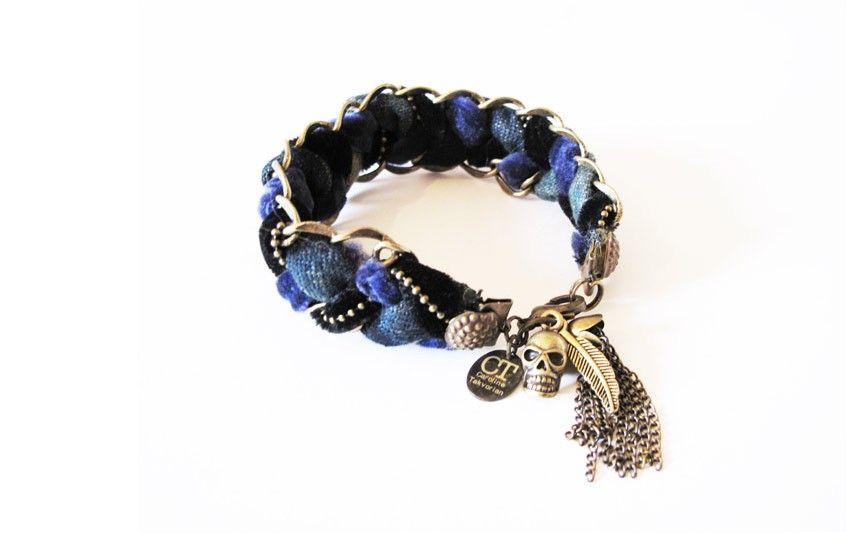 Bracelet Raspail 54€  Bracelet tressé main, monté de jean délavé à la main, velours, et laiton.