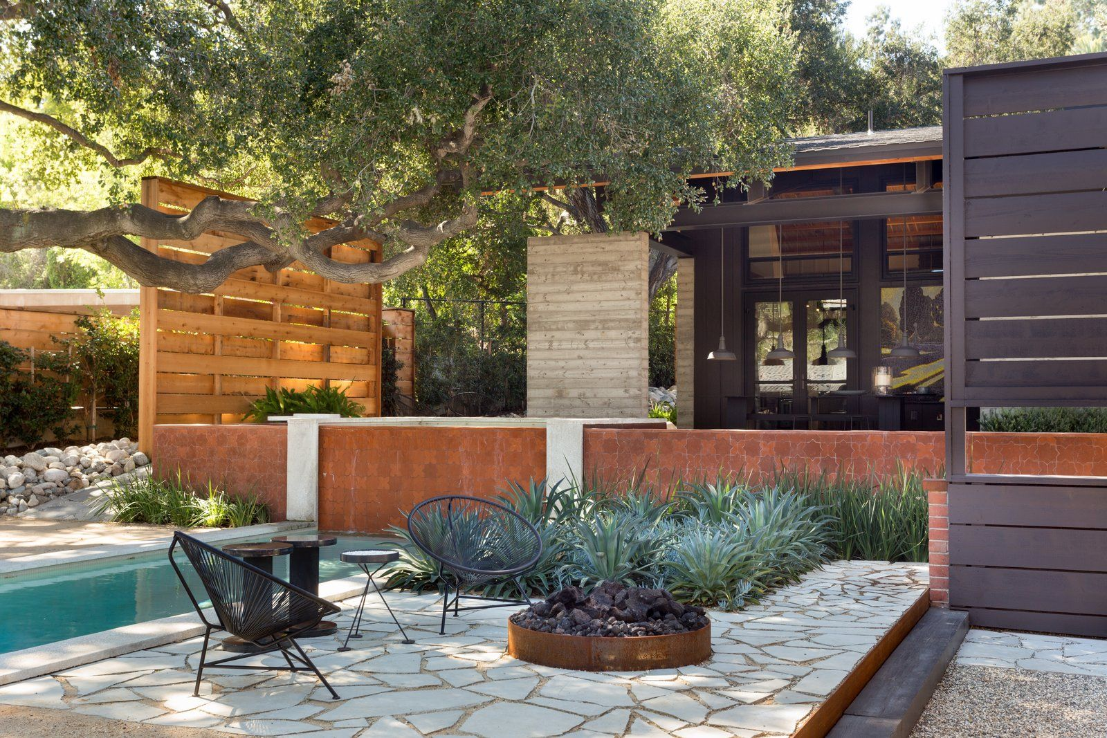 6 Backyard Landscape Designs That Need Minimal Maintenance Backyard Landscaping Designs Large Backyard Landscaping Modern Landscaping