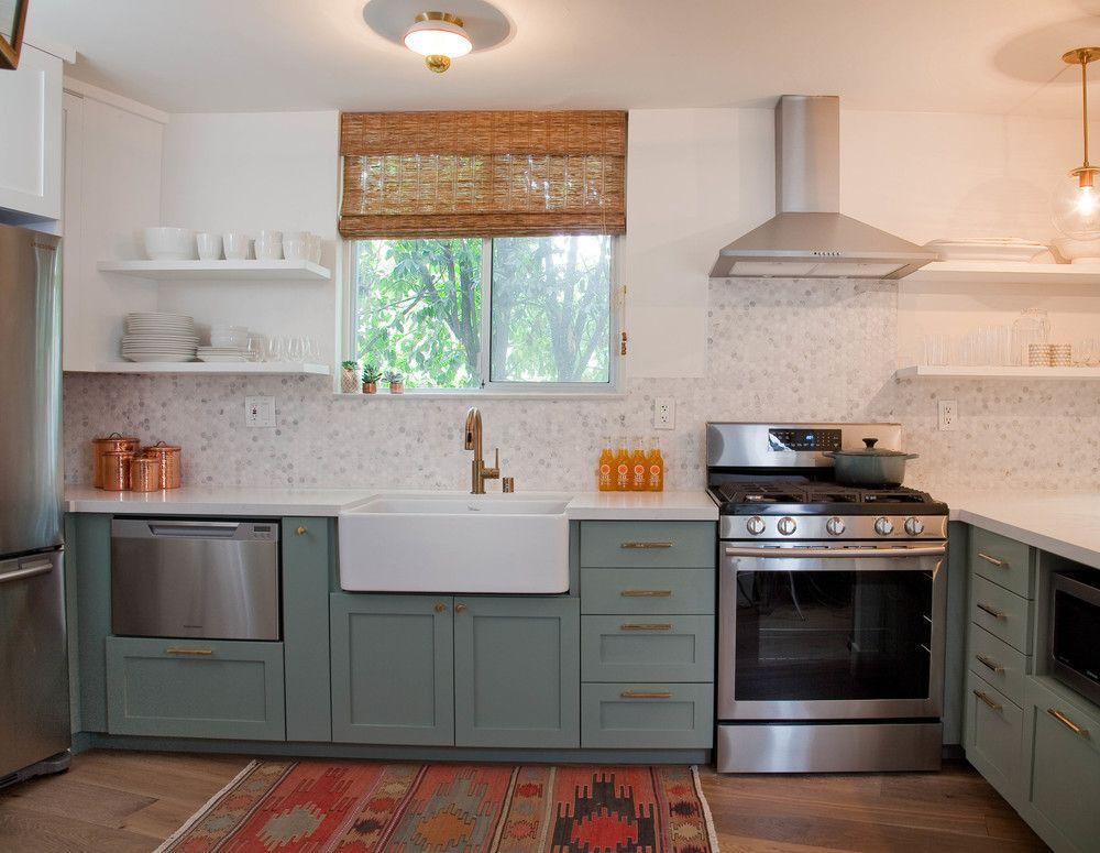 Best Subtle Pattern Backsplash Two Toned Cabinets Farmhouse 400 x 300
