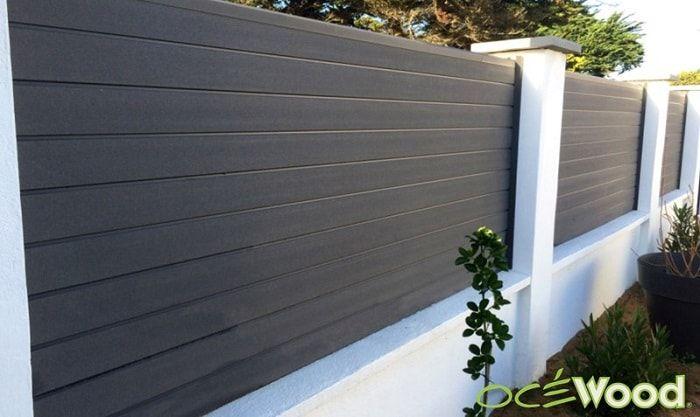 palissade composite gris foncé sur muret blanc-min | Terrasse ...