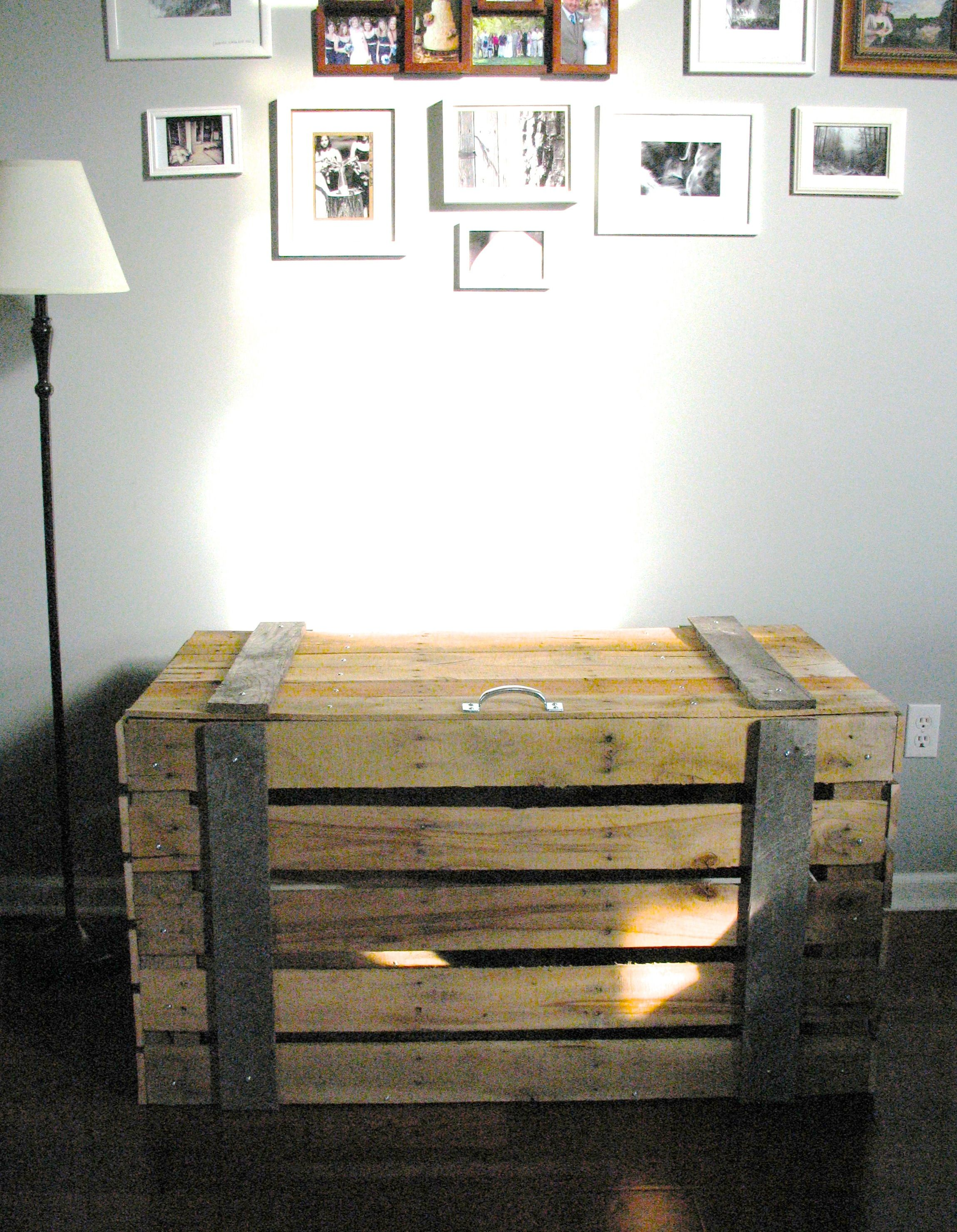 #pallet #furniture can be so cool! This #storage #trunk ...