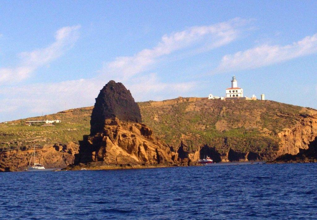 Columbretes illa grossa www.papilloncharter.com, alquiler veleros ibiza, alquiler catamaranes yates