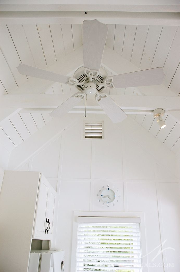 The vaulted ceiling in the kitchen is perfect for style and airflow ...
