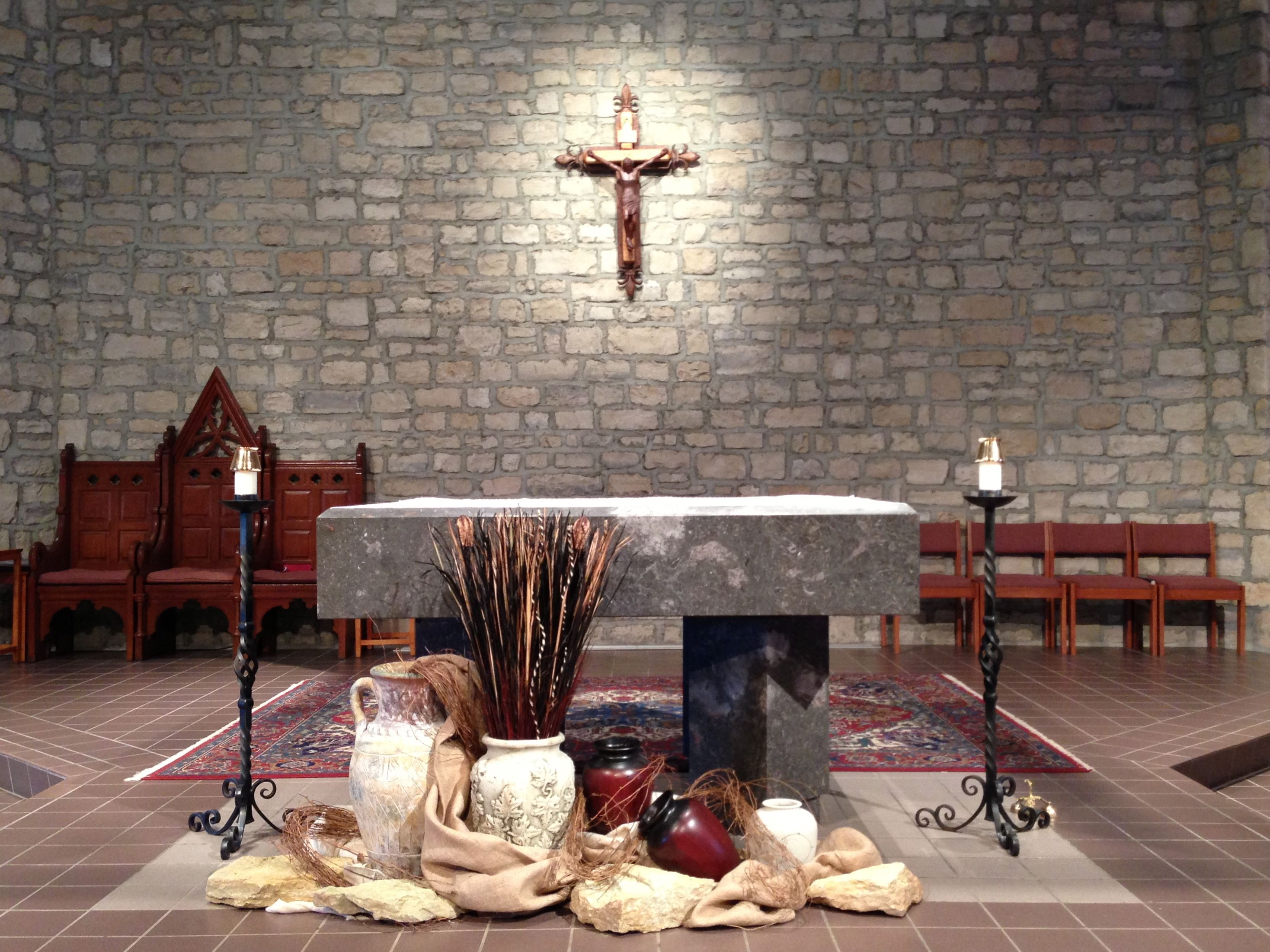 Ideas for decorating catholic altar for advent joy for Lent decorations for home