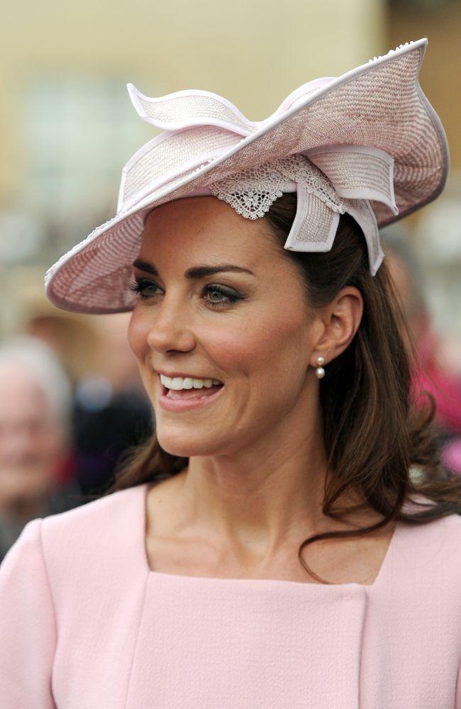56811fbf0ff7b chapéu kate middleton. pink Jane Corbett hat with Emilia Wickstead dress at  Buckingham Palace garden party