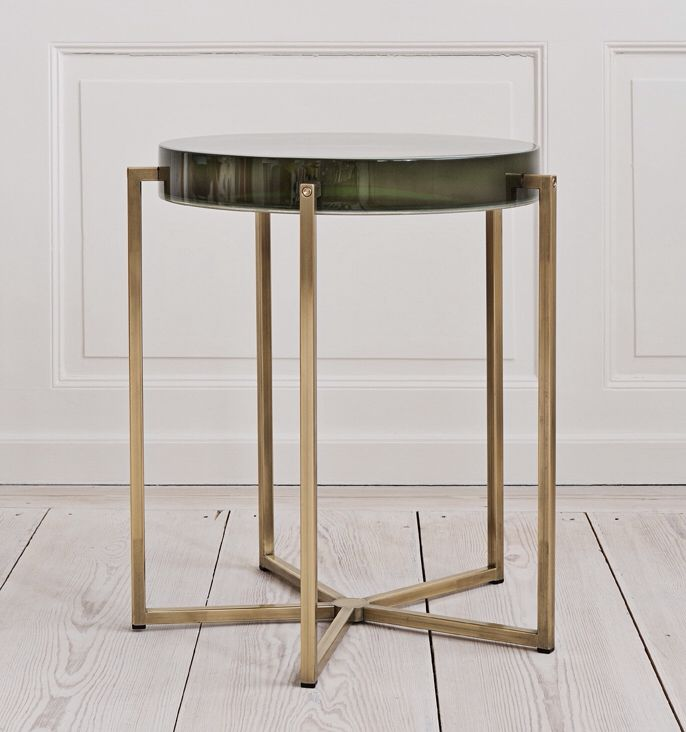 Attirant Theapartment McCollin Bryan, Contemporary, United Kingdom Tinted Lens Table  With Acrylic Top And Brass Base. H47 X Ø45cm Dkk 24.500 / U20ac 3270