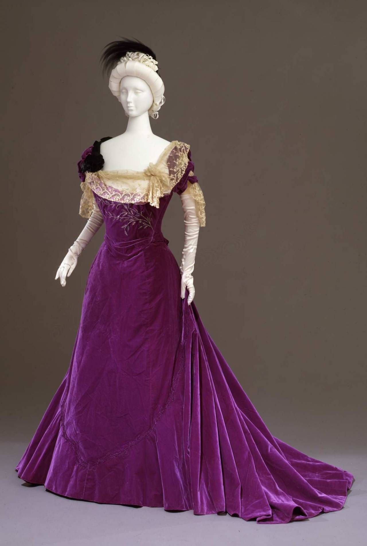 Worth Evening Dress Ca. 1901 From The Galleria Del Costume