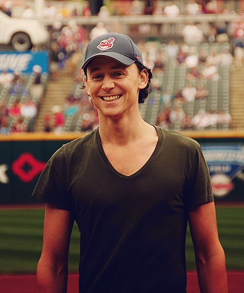 Why do I love him in baseball caps so much? I don't get it. #Tomhiddleston