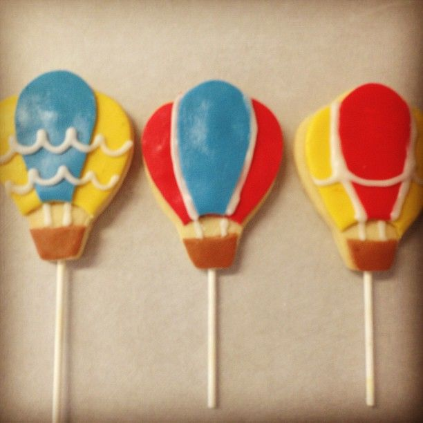 Hot air balloon cookie pops #sweetruminations #cookiepops #hotairballoons #warminstercakeshop #buckscountypa  (at Sweet Ruminations 228 York Rd Ste B Warminster PA 18974)
