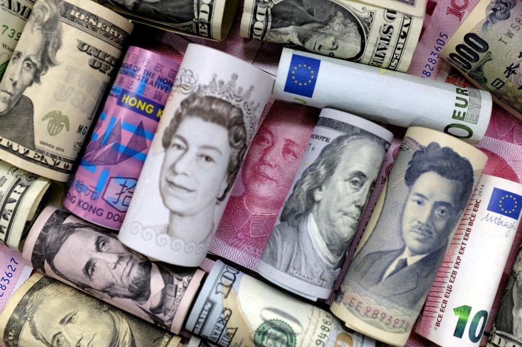Euro Hong Kong Dollars Japanese Yen Pound And Chinese 100 Yuan Banknotes Photo From Reuters Blog Thế Giới Uganda