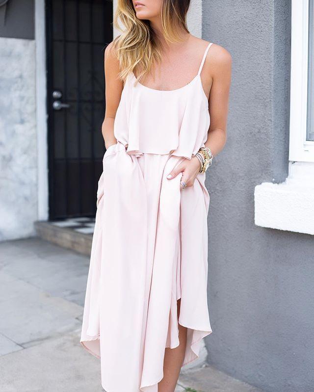 Pin for Later: Think Pink! 21 Façons D'incorporer la Couleur Blush à Votre Garde Robe Robe Longue