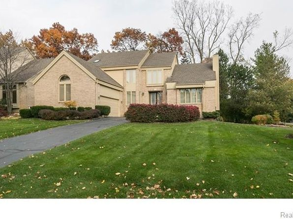 3322 S Shore Cir 5l West Bloomfield Mi 48323 Zillow Bloomfield House Styles Zillow