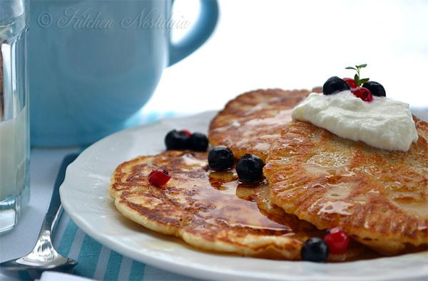 Flourless Pancakes - from @choccoveredkt: 1/2 cup rolled oats, 2 tbsp