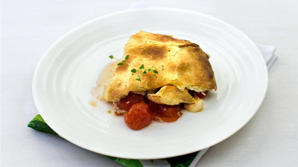 Pai med kylling og tomater