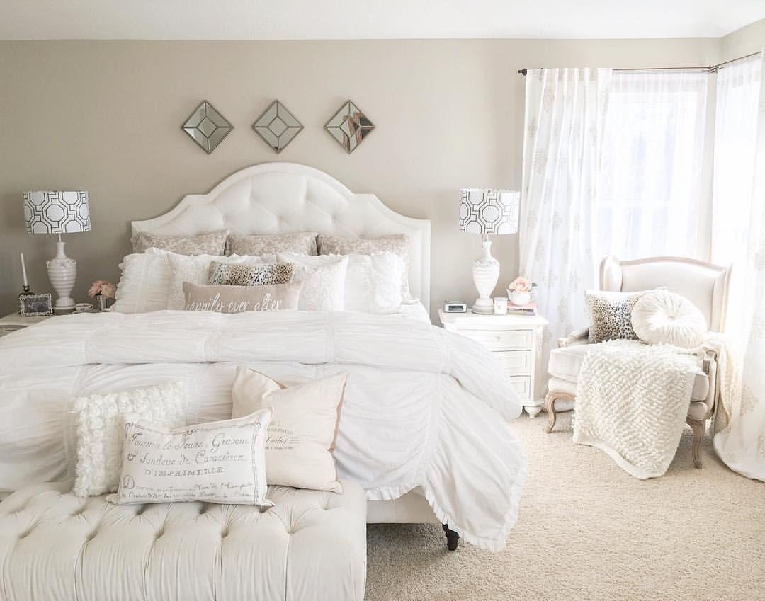 Pingl par styled with lace sur bedrooms pinterest maison d coration chambre et deco - Chambre a coucher pour couple ...