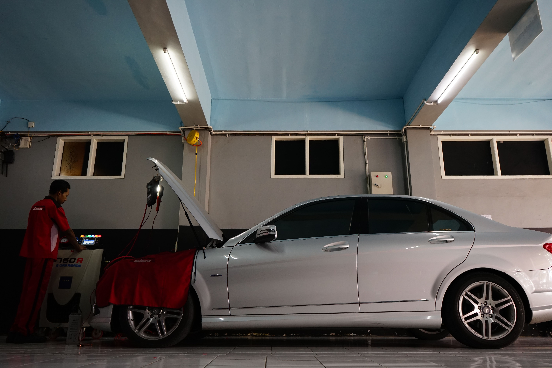 Pengecekan Ac Mobil Mercedes Benz W204 Bengkel