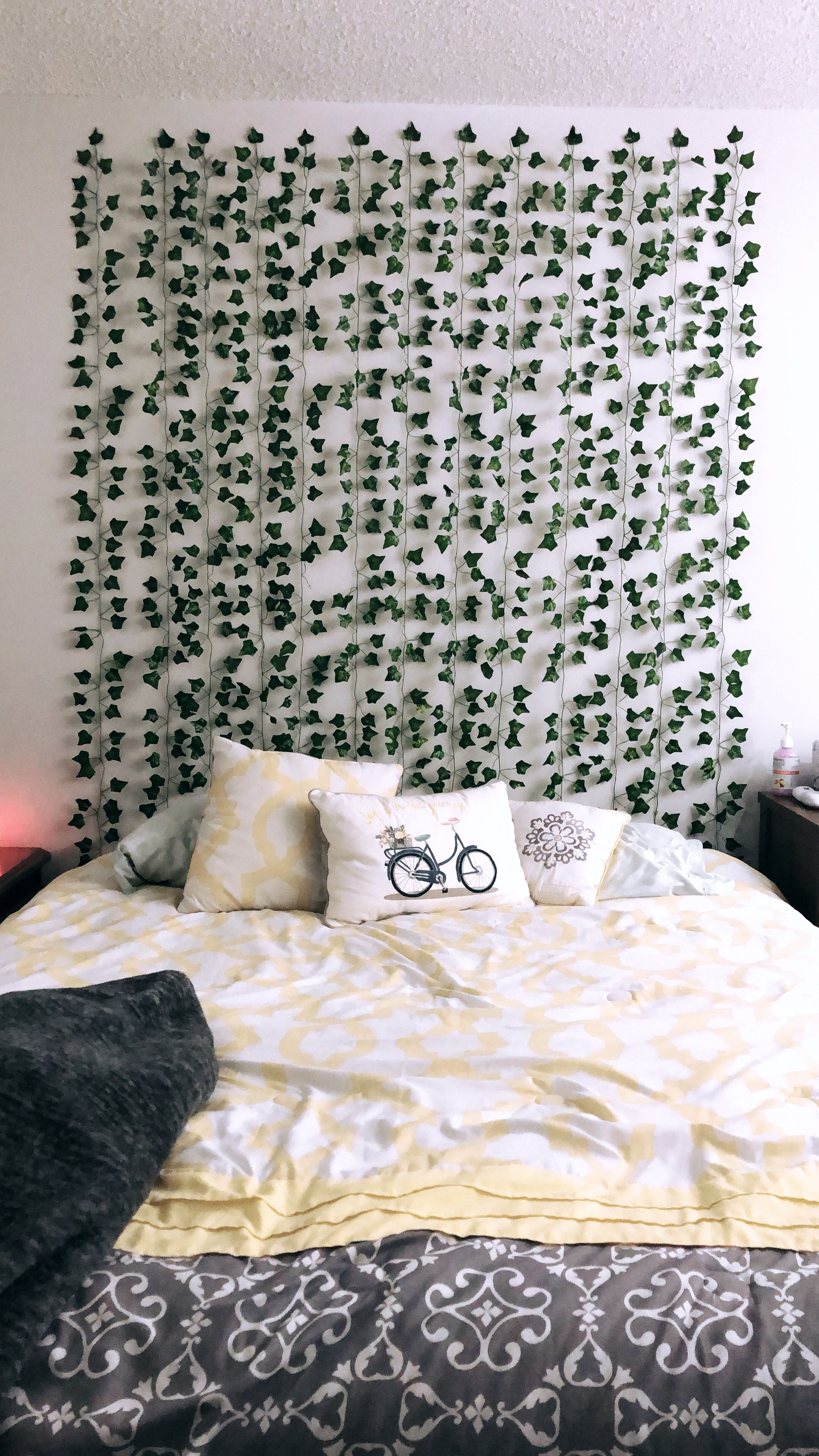 Cute And Simple Vines On A Wall Dorm Room Styles Aesthetic
