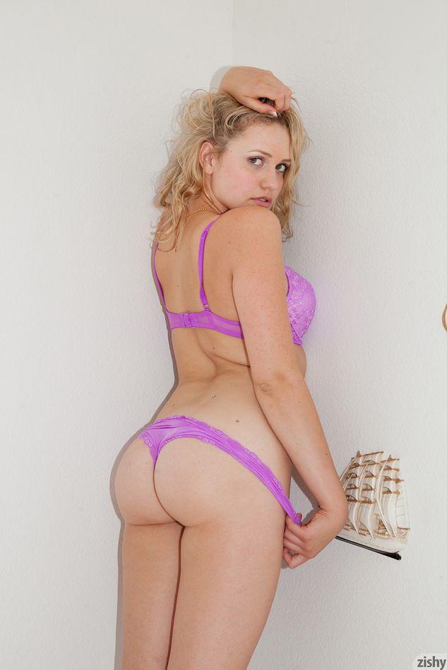 Mia Malkova Piercing