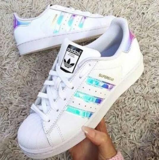 Pin van Demi Thomassen op Tekenen | Adidas schoenen