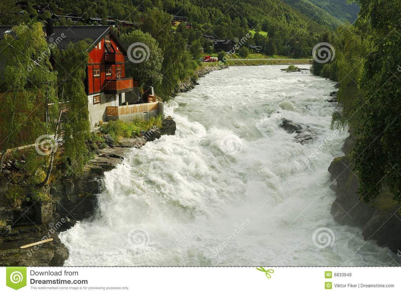 arquitectura+fiker | Imagens de Stock Royalty Free: Rio selvagem - Lom, Noruega