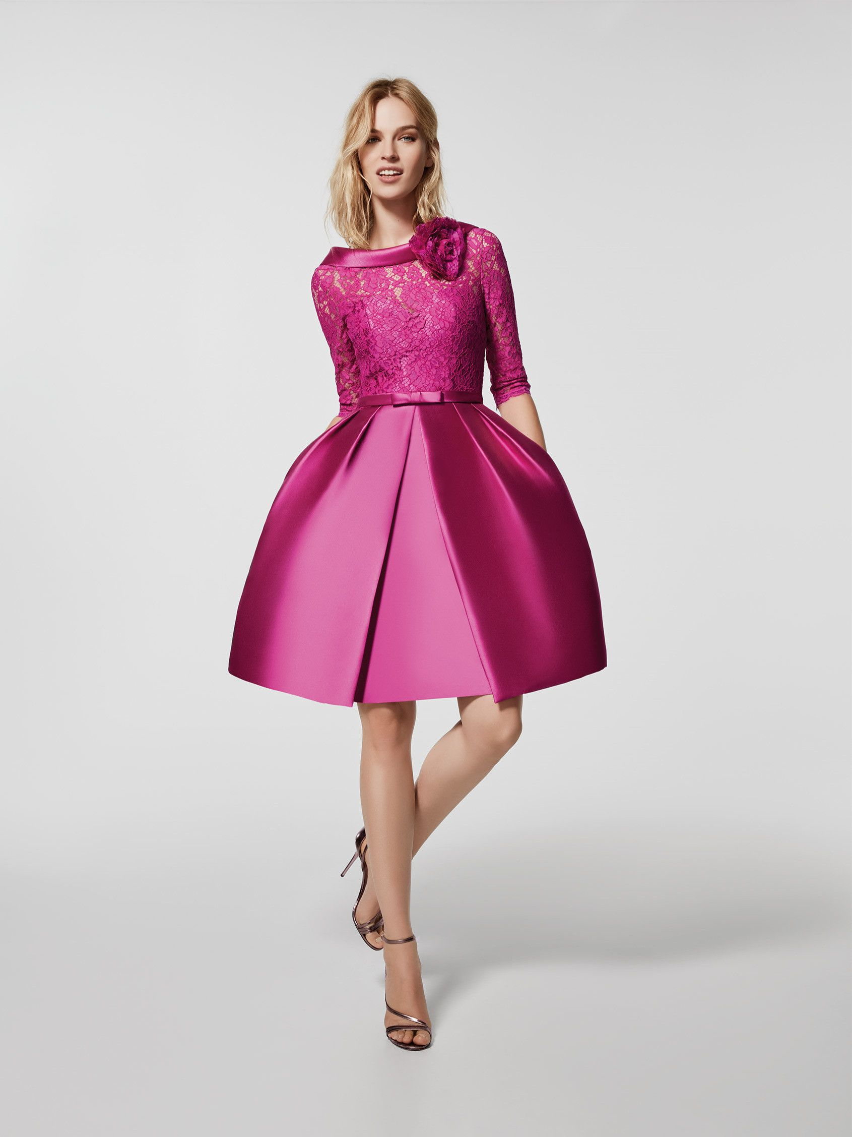 Vous recherchez une robe de soirée ? Cette robe courte de couleur ...