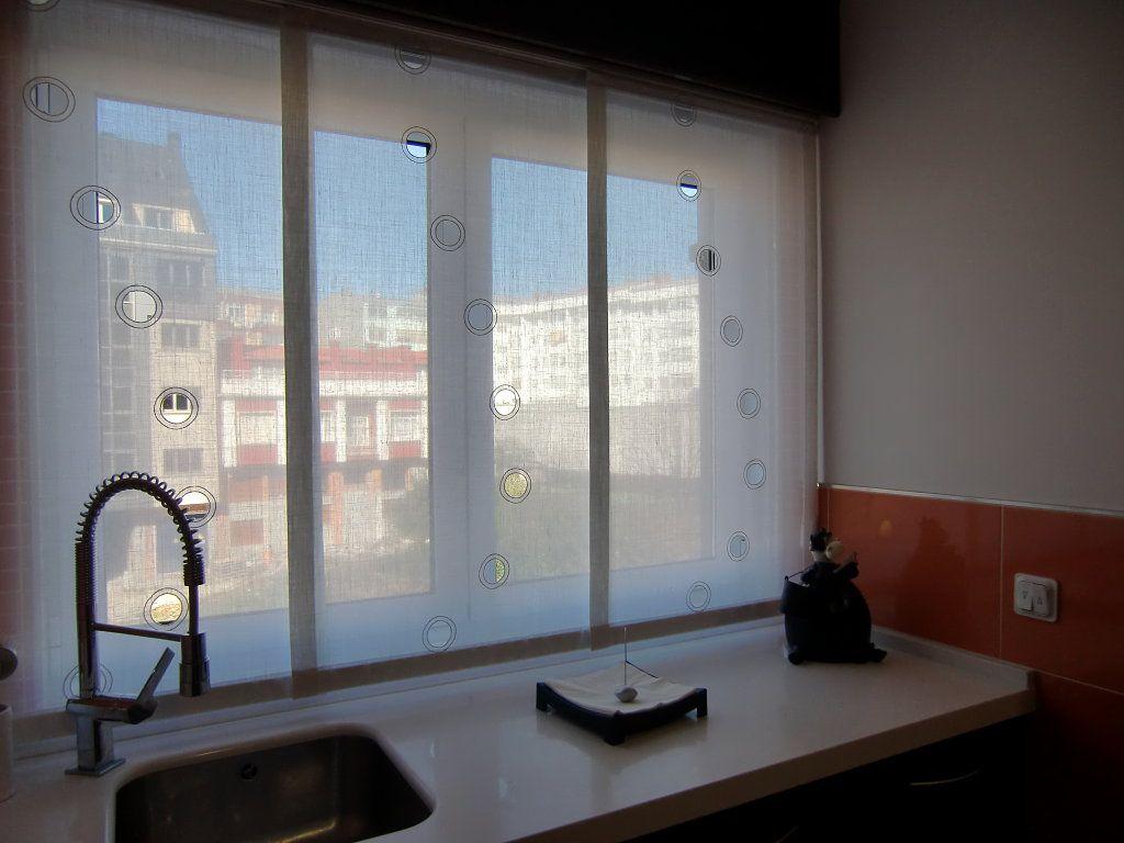 Sos ayuda cortinas en ventana con caja de persiana vista for Ventanas con persianas incorporadas