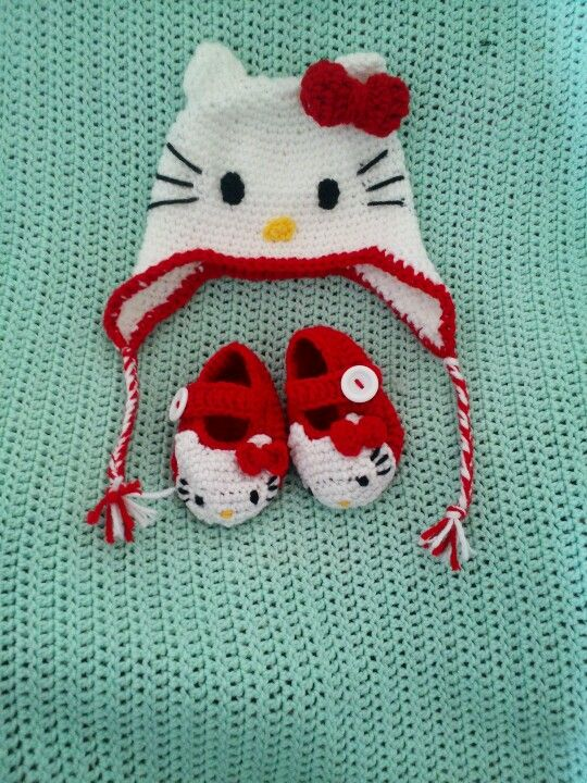 Hello Kitty Beanie and Booties set