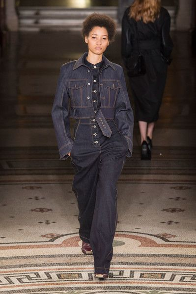 Stella McCartney at Paris Fashion Week Fall 2017 - Runway Photos