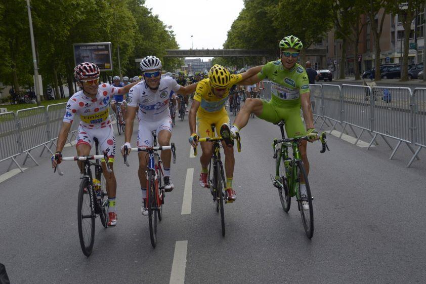 le Tour de France 2014  Maillot Jaune: Vincenzo Nibali Maillot Vert: Peter Sagan Maillot a Pois: Rafal Majka Maillot Blanc: Thibaut Pinot