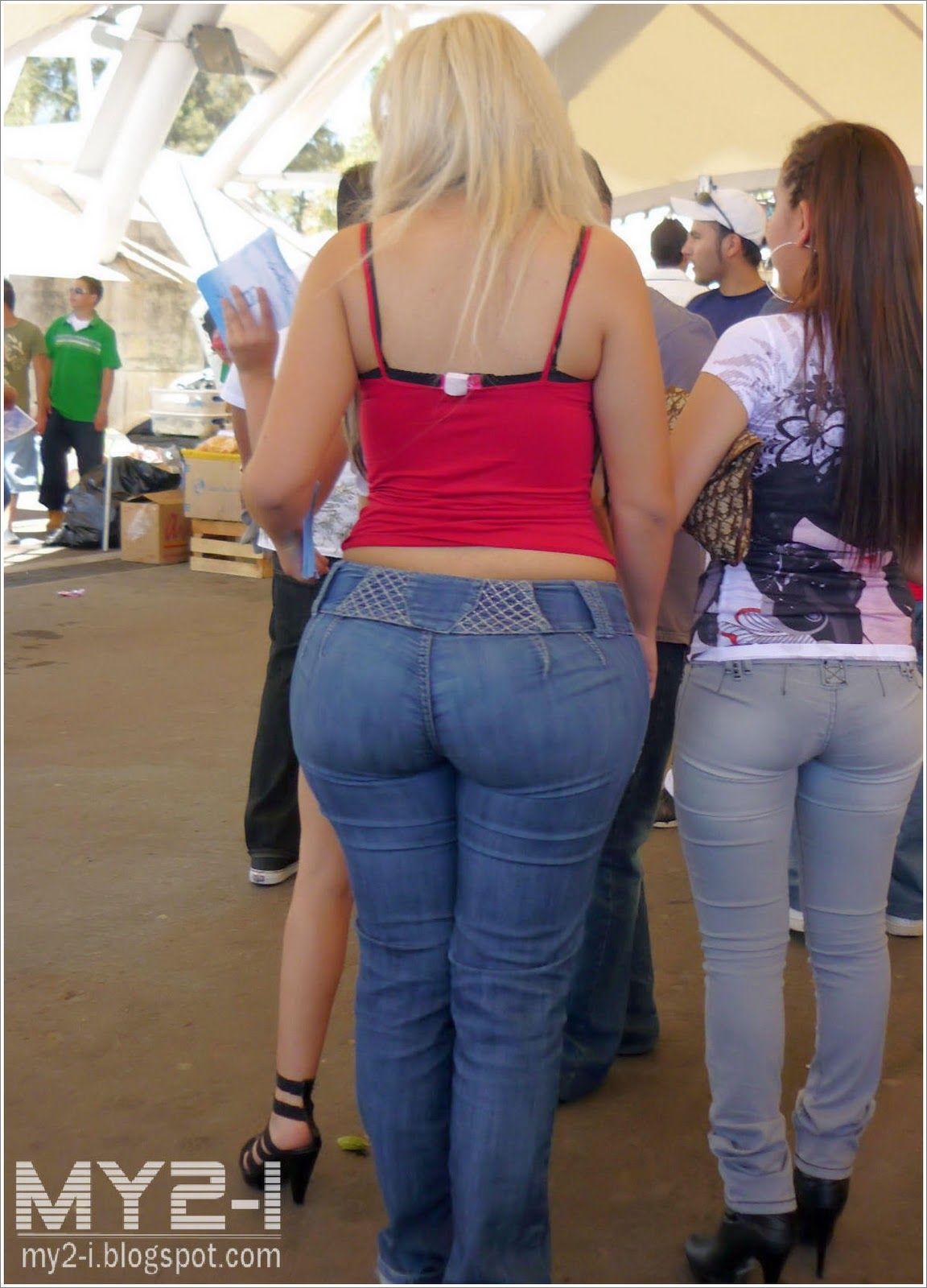 Pawg Milf in Loose Jeans