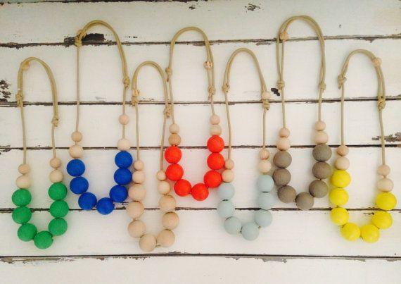 Bois coloré lumineux Simple déclaration collier réglable, peint à la main