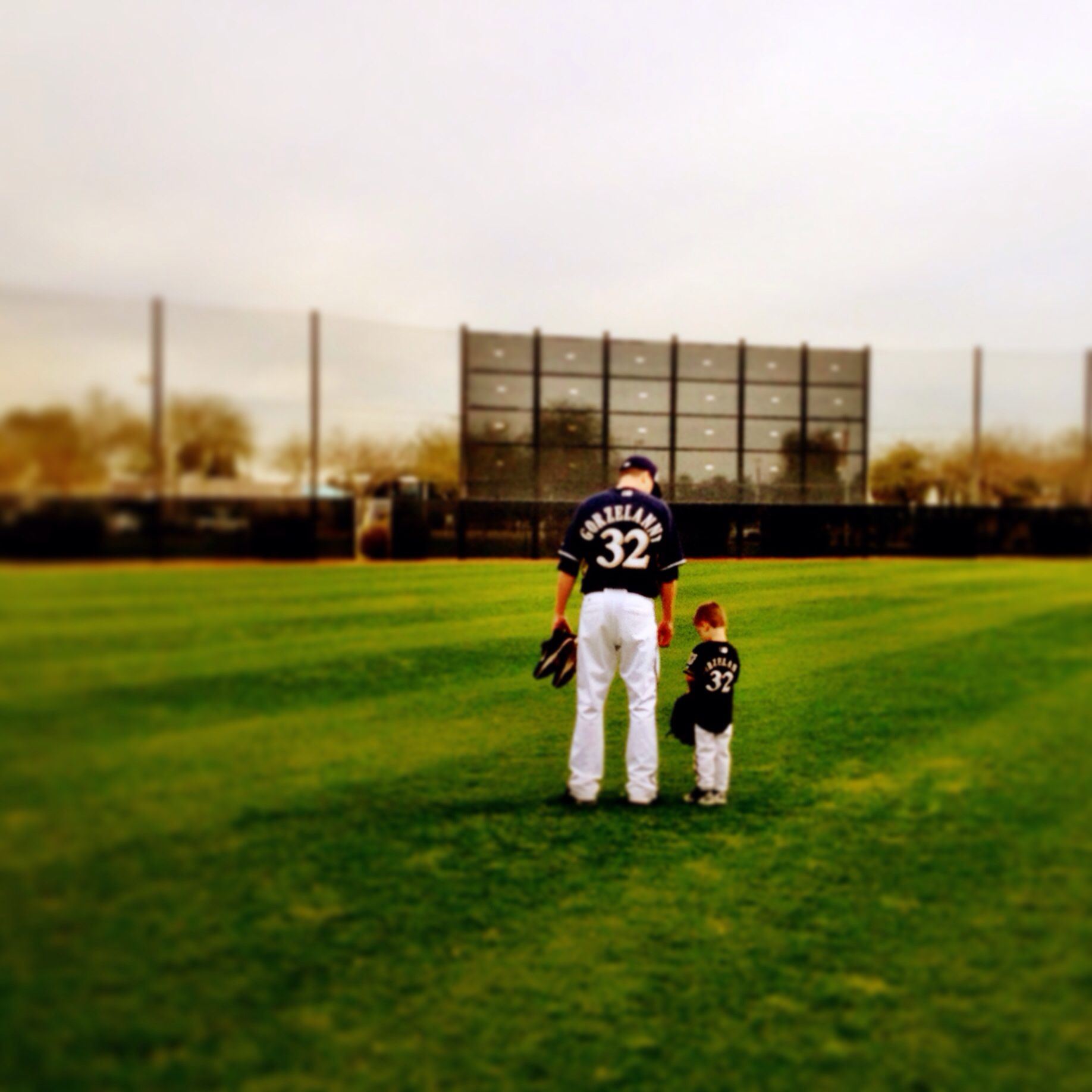All Together Now Awwww Tom Gorzelanny And His Son Gavin Brewers Cactuscrew Milwaukee Brewers Milwaukee Photo