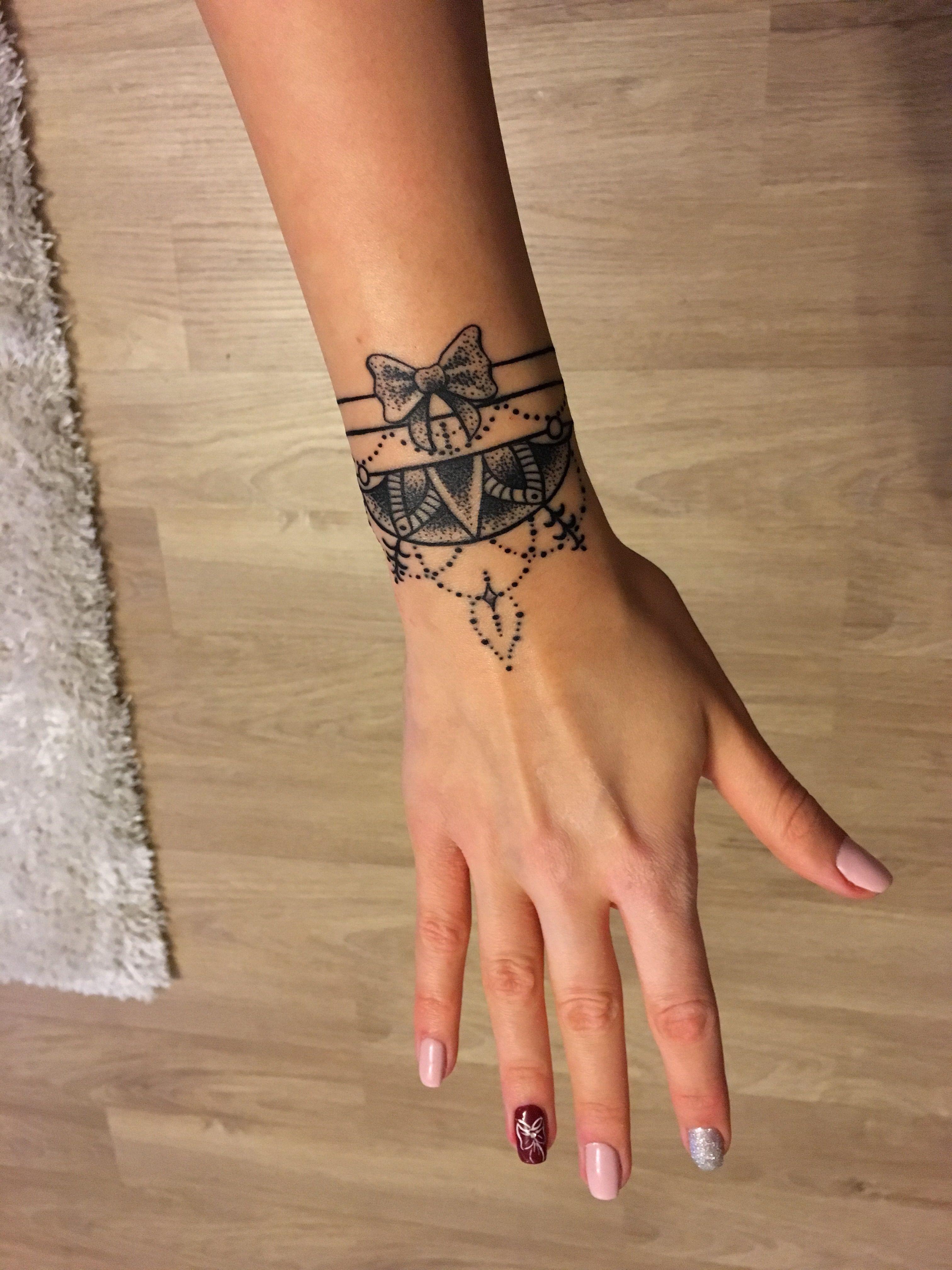 Mandala bracelet tattoo with bow | Tetoválás | Pinterest | Tattoo ... - Armreif Tattoo