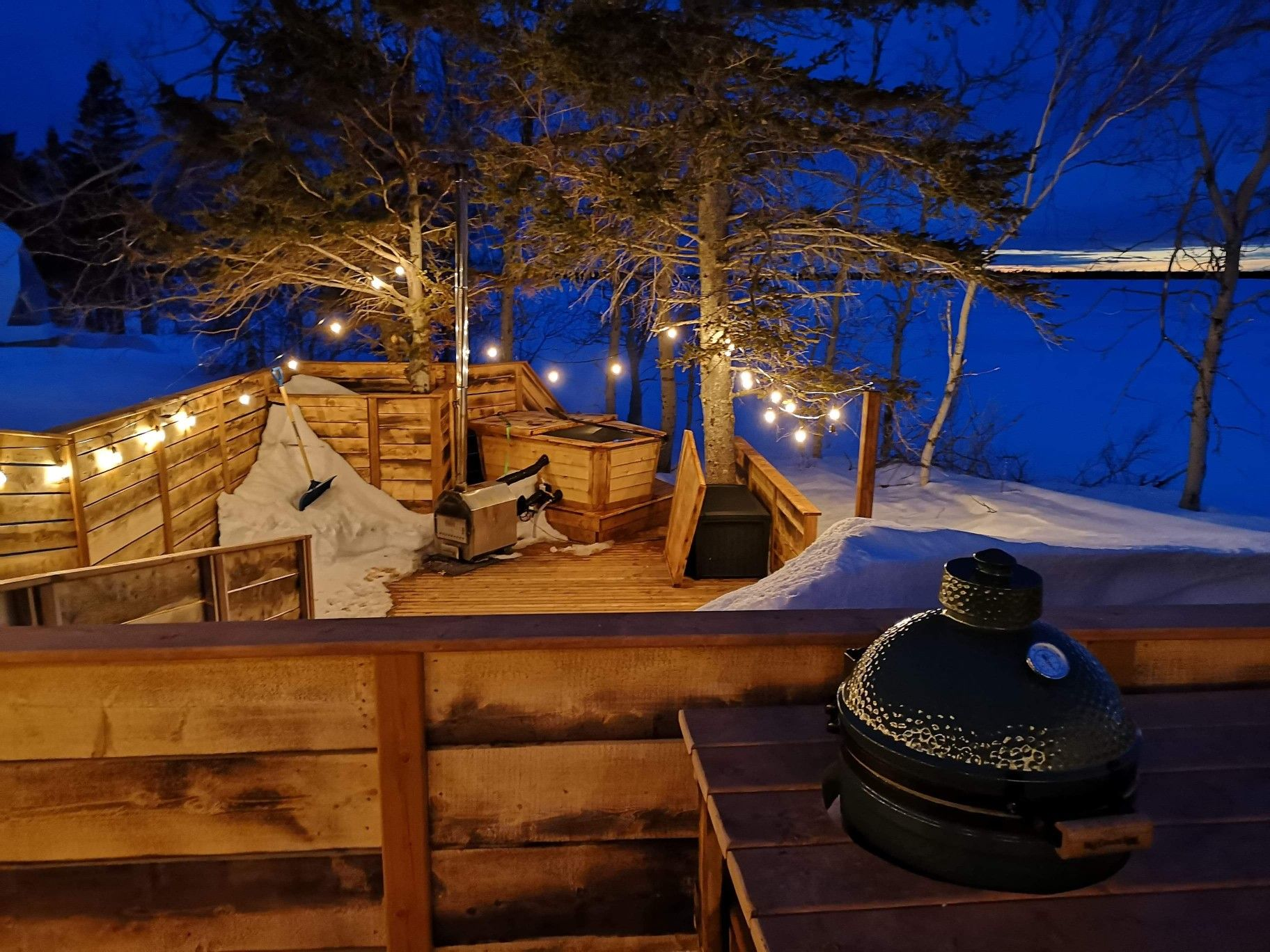 Romantic ambiance for a couple's getaway   Deck lights ...