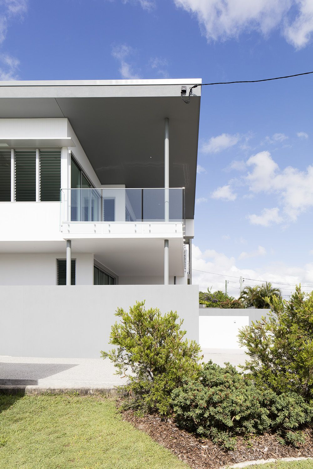 Back view of this modern home design by immackulate designer homes the kings beach project located on sunshine coast qld australia also rh pinterest