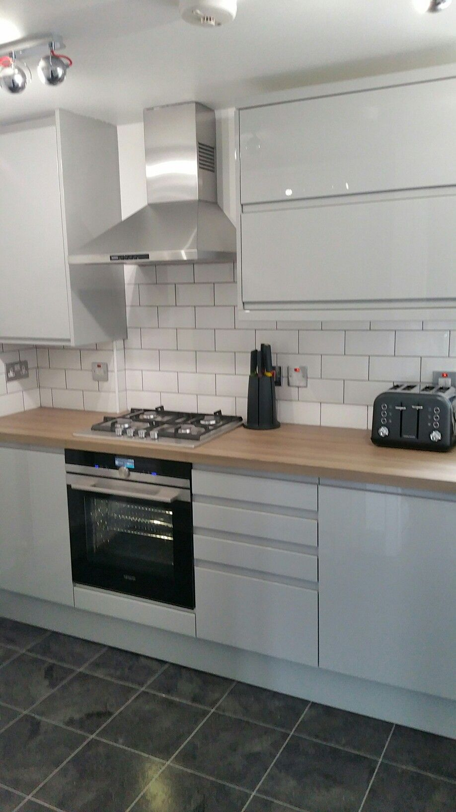 Best Grey Gloss Kitchen White Brick Tiles With Images 400 x 300