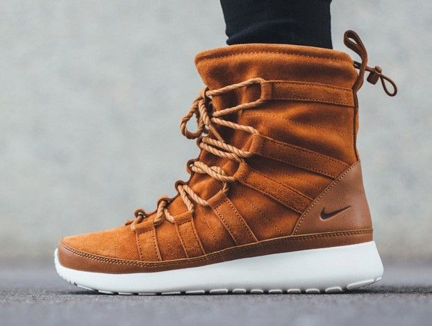 nike roshe run high boot