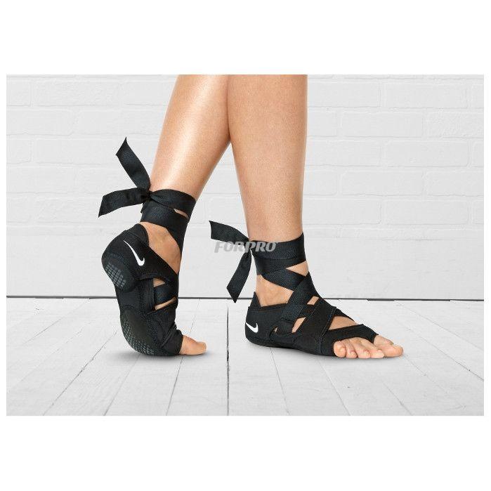 Innowacyjne Obuwie Nike Studio Wrap Zostalo Zaprojektowane Aby Pomoc Ci W Pelni Wykorzystac Treningi Jogi Tanca I Pila Nike Studio Wrap Wrap Shoes Yoga Shoes
