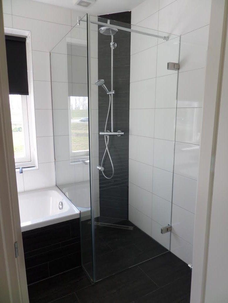 douchecabine tussen bad en muur badkamer pinterest