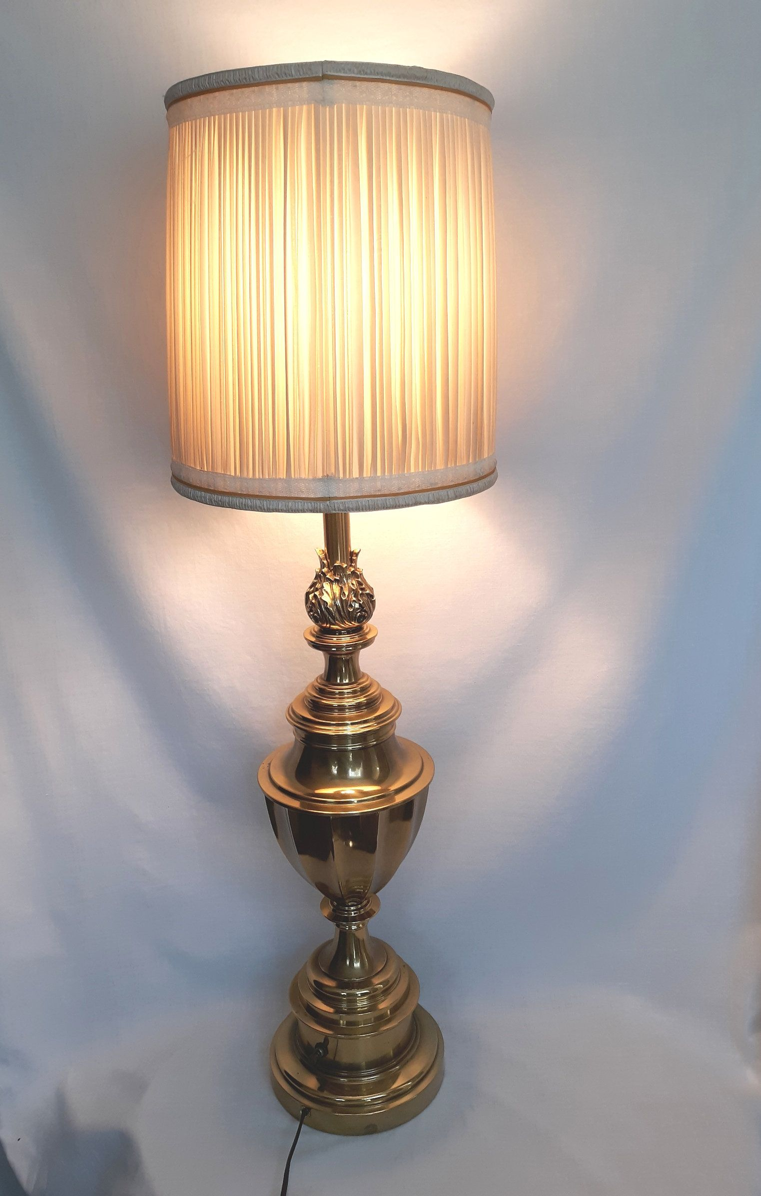 NEW SOLID  BRASS  HORSE  HEAD  ELECTRIC  LIGHTING  LAMP  SHADE  FINIAL