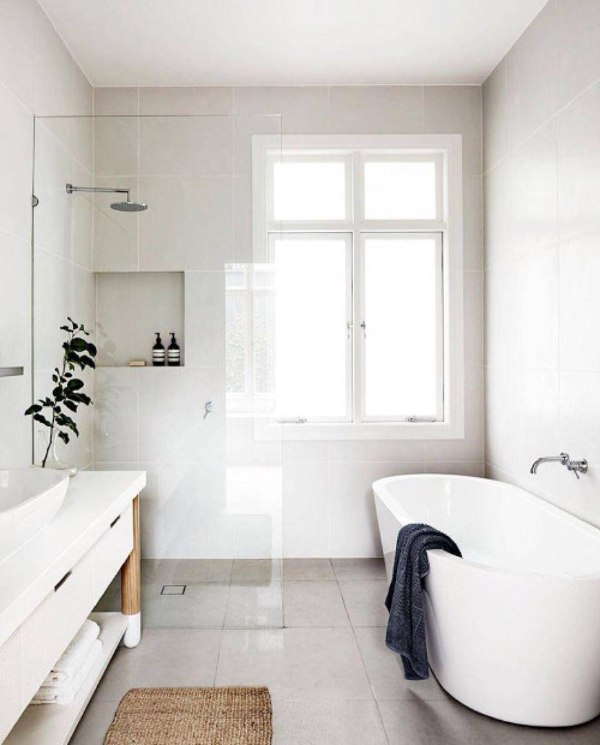 Baño con bañera exenta   Cuartos de baños pequeños ...