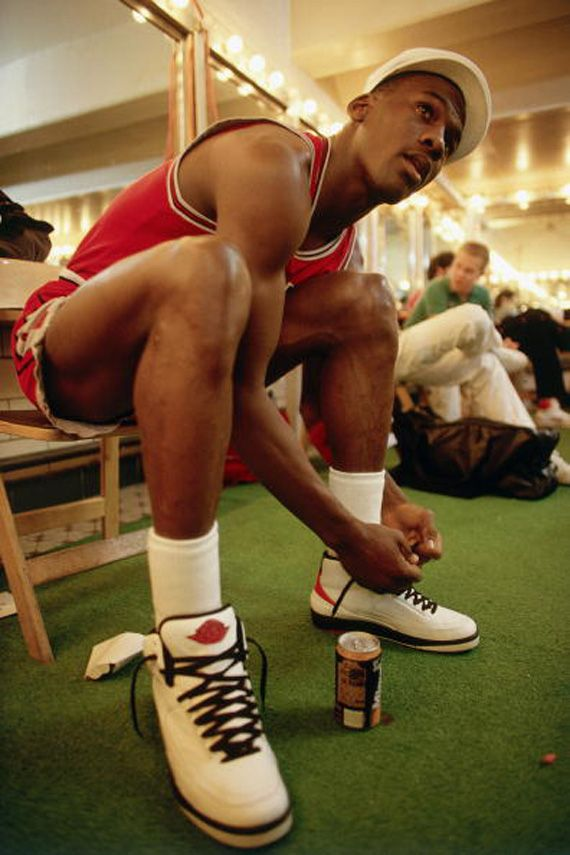 Michael Jordan Lacing Up His Nike Air II My Favorite Jordans The Logo Was On Shoe But No Swoosh First Big Step In