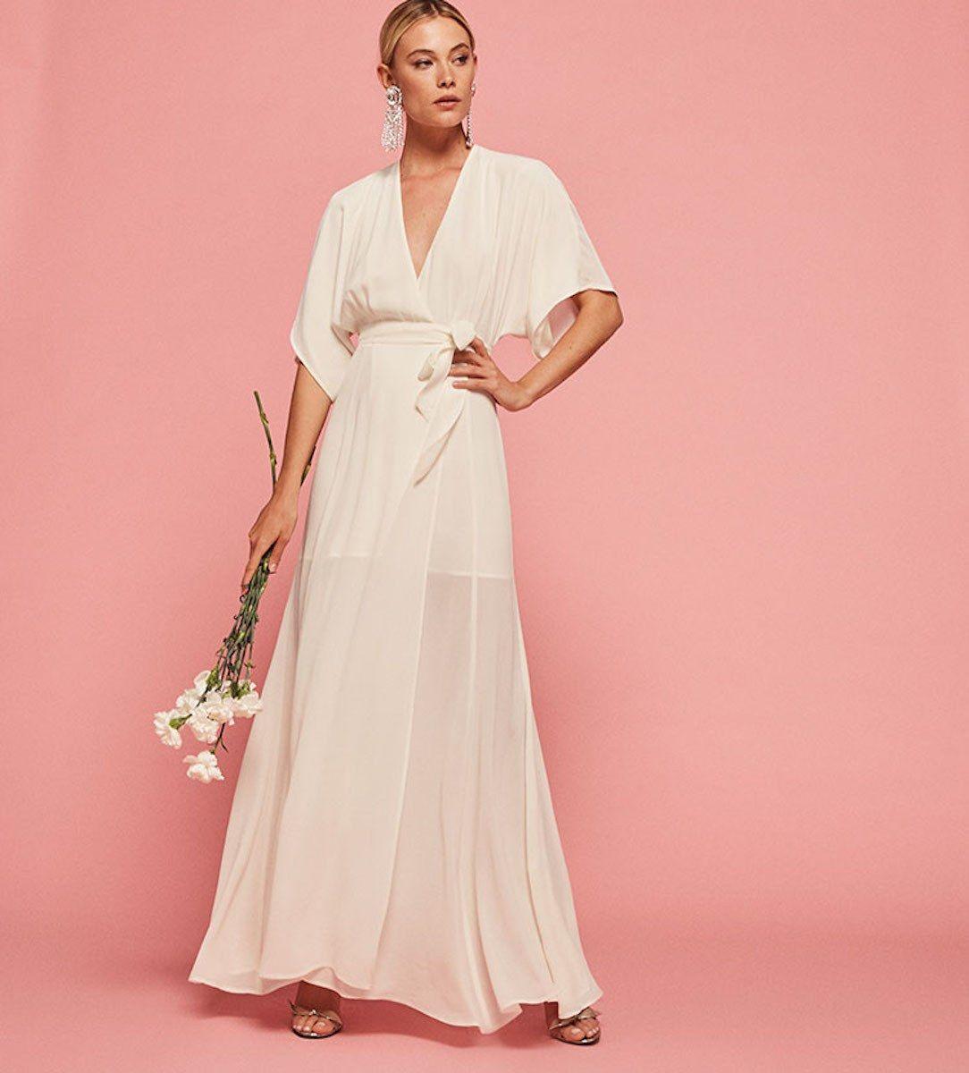 Beach wedding party dresses   Wedding Dresses Perfect for a Beach Wedding  Beach weddings